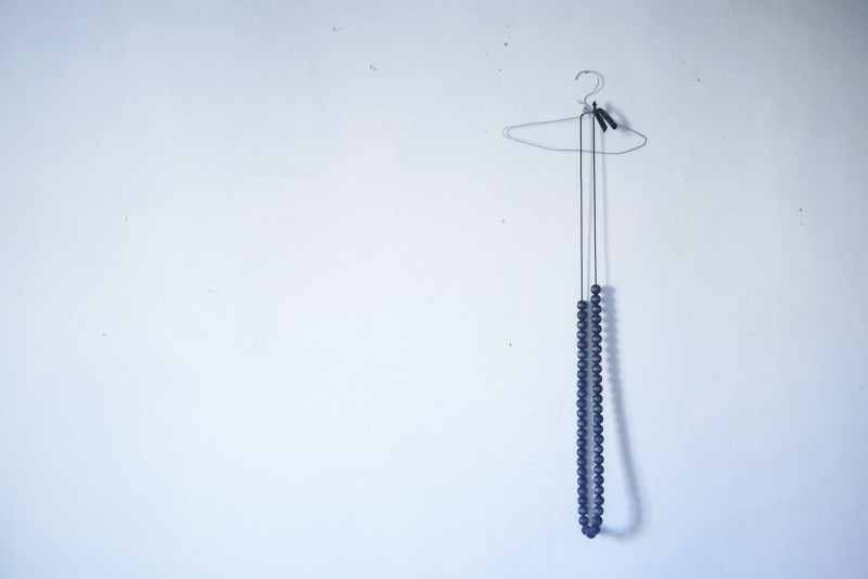 Bracelets LOOM - Design textile by Myriam Balaÿ myriam-balay-collier-bois-graaand-e1369636820729 le Graaand collier perles indigo L'appartement  teint perle indigo elastique bois bijou