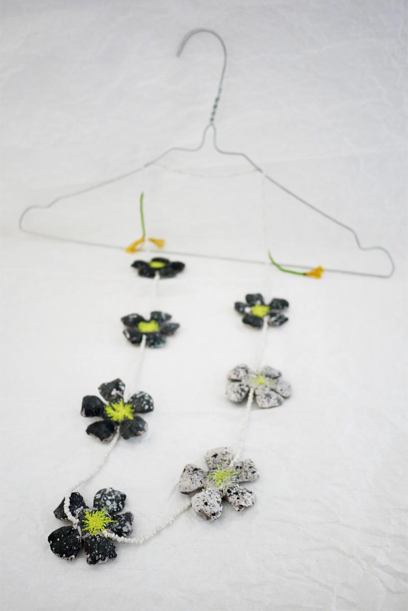myriam-balay-collier-fleurs-noires