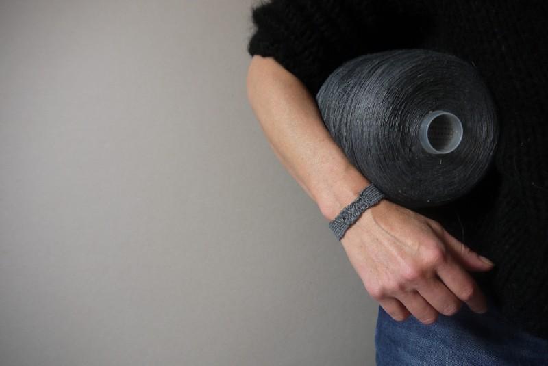 Bracelets LOOM - Design textile by Myriam Balaÿ myriam-balay-bracelet-34-e1444148204101 bracelet LOOM N°34 L'appartement  soie mbd gris bracelet