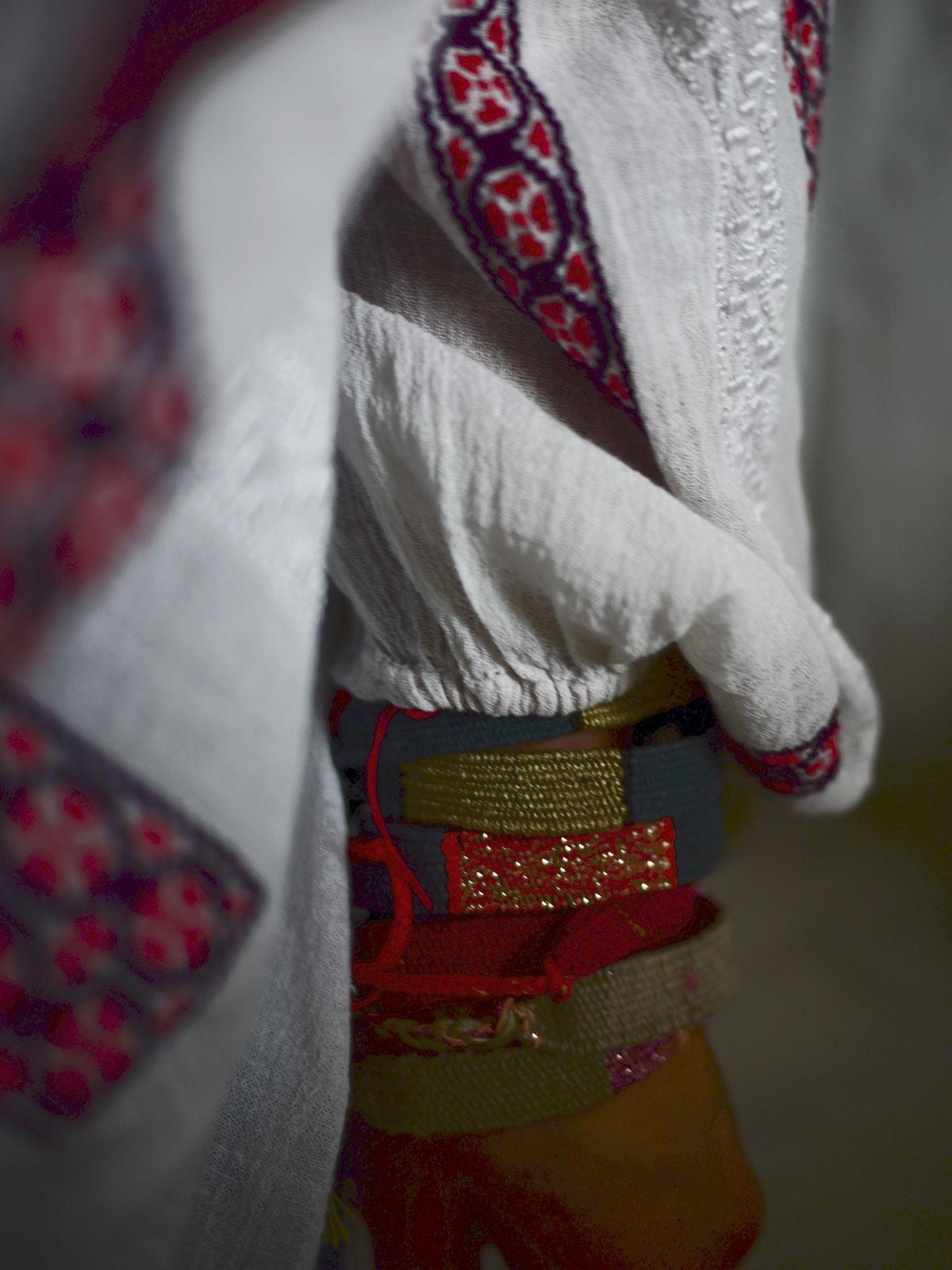 Bracelets LOOM - Design textile by Myriam Balaÿ myriam-balay-chemise-loom DETAILS L'appartement
