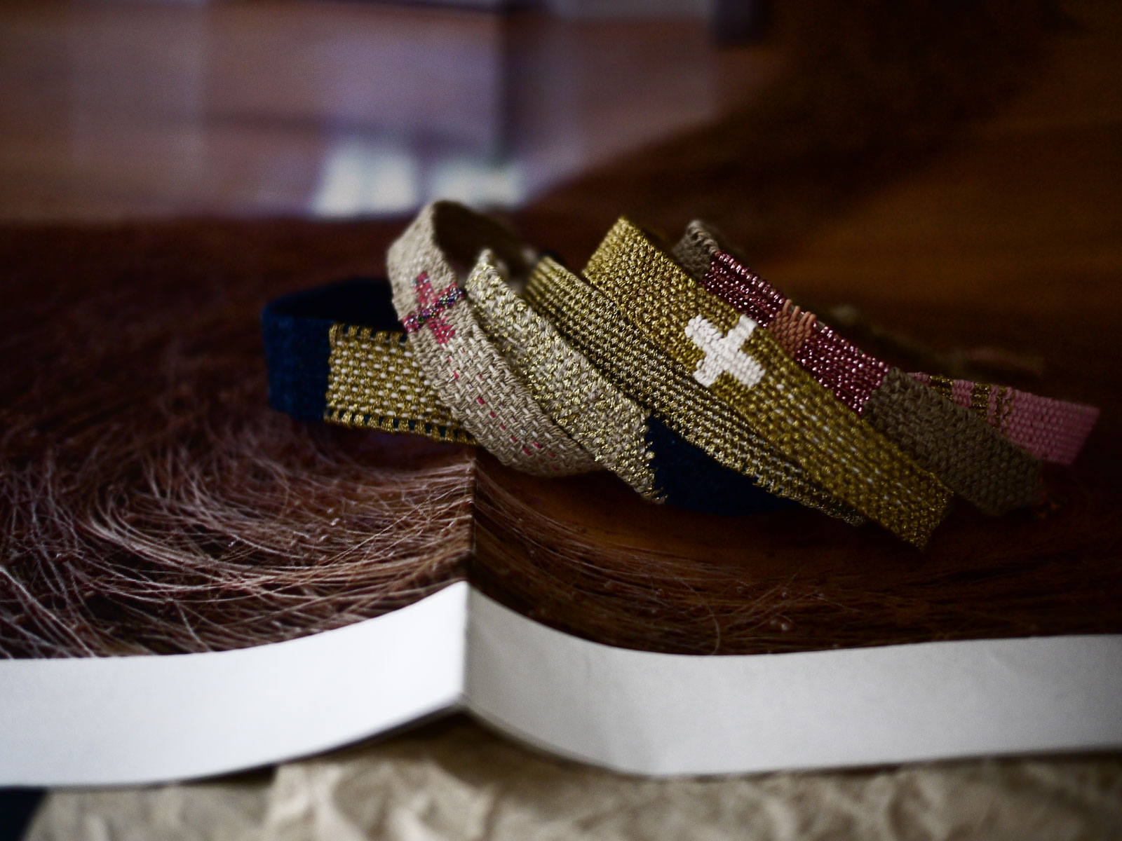 Bracelets LOOM - Design textile by Myriam Balaÿ myriam-balay-tissage1 AT WORK L'appartement